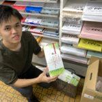 インターン生と「敬老のお祝い」を配布!(2019年9月12日)